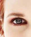 כיצד לטפל בעור מסביב לעיניים